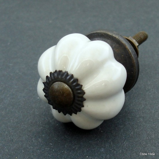 Úchytka bílá 3 cm