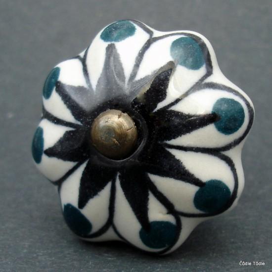 Nábytková úchytka s černou konturou a puntíky 4,2 cm - knopka