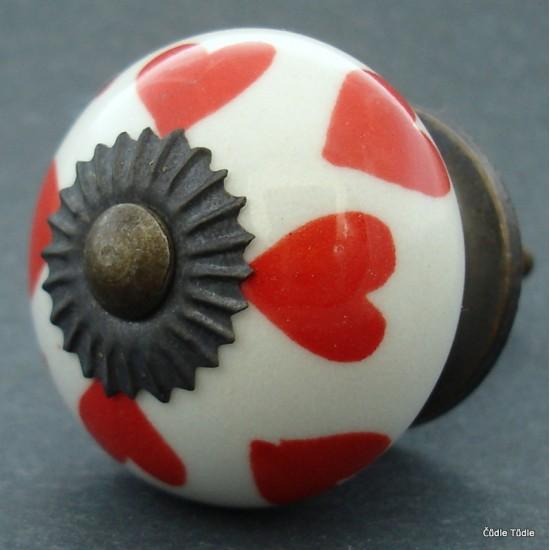 Nábytková úchytka bílá s červenýmy srdíčky 4 cm - knopka