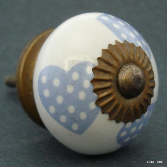 Nábytková úchytka bílá s modrými srdíčky 3,7 cm - knopka