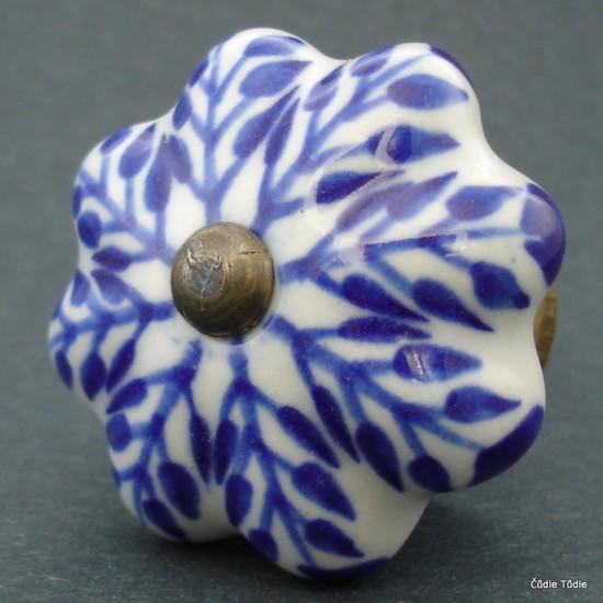 Nábytková úchytka bílá s modrým ornamentem 4,2 cm - knopka