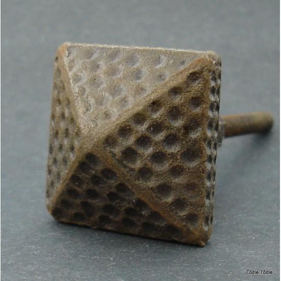 Nábytková úchytka litinová 3 cm - knopka