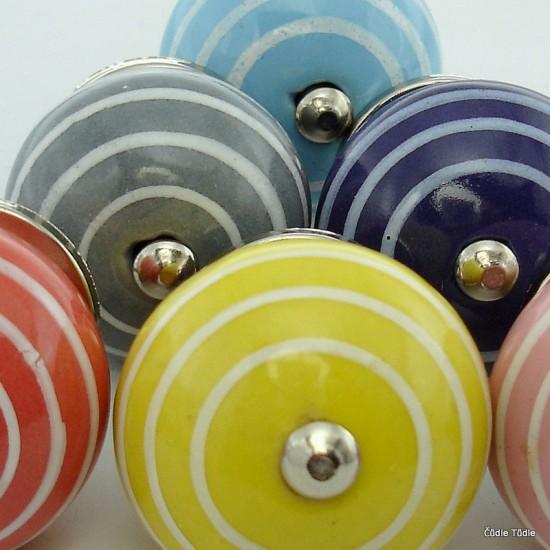 Sada 6 ks barevných nábytkových úchytek - knopek PROUŽKOVÁNÍ