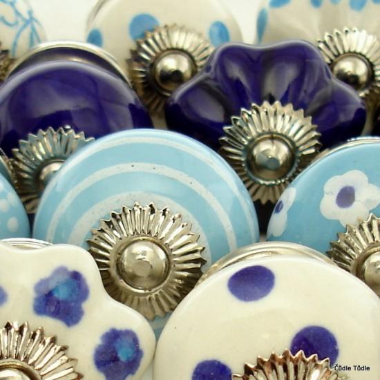 Sada 20 ks modrobílých nábytkových úchytek - knopek TICHO PŘED BOUŘÍ