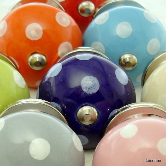 Sada 10 ks barevných nábytkových úchytek - knopek PUNŤA A PUNTÍK