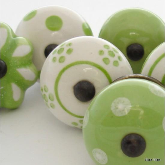 Sada 8 ks zelenobílých nábytkových úchytek - knopek CO SE DĚJE V TRÁVĚ