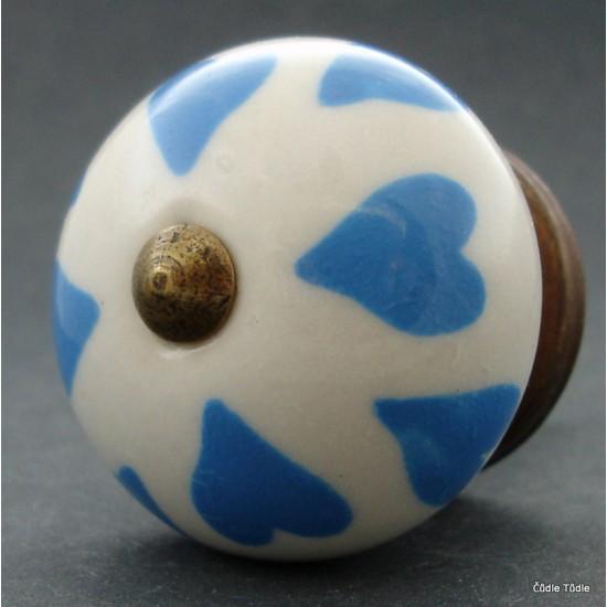Nábytková úchytka bílá se světle modrými srdíčky 4 cm - knopka