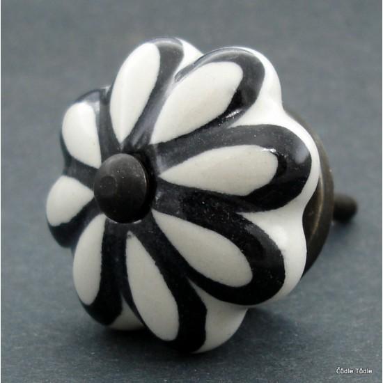Nábytková úchytka bílá s černou konturou 4,2 cm - knopka