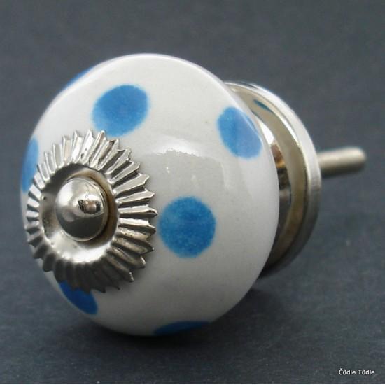 Nábytková úchytka bílá se světle modrými puntíky 4 cm - knopka