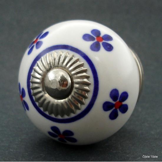 Nábytková úchytka bílá s modrými kytičkami 4 cm - knopka