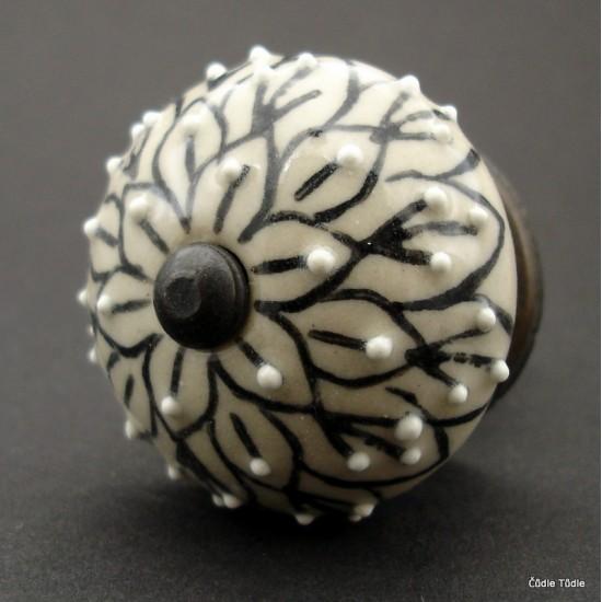 Nábytková úchytka  krémová s černou kresbou - 4 cm  - knopka