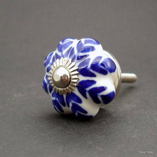 Nábytková úchytka bílá s modrým ornamentem 3 cm - knopka