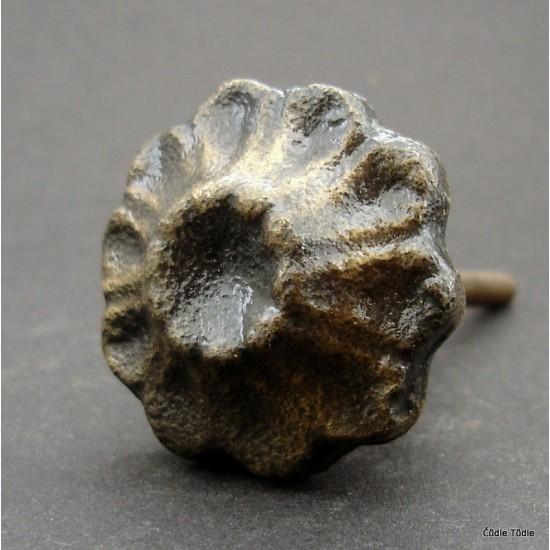 Nábytková úchytka litinová 4 cm - knopka