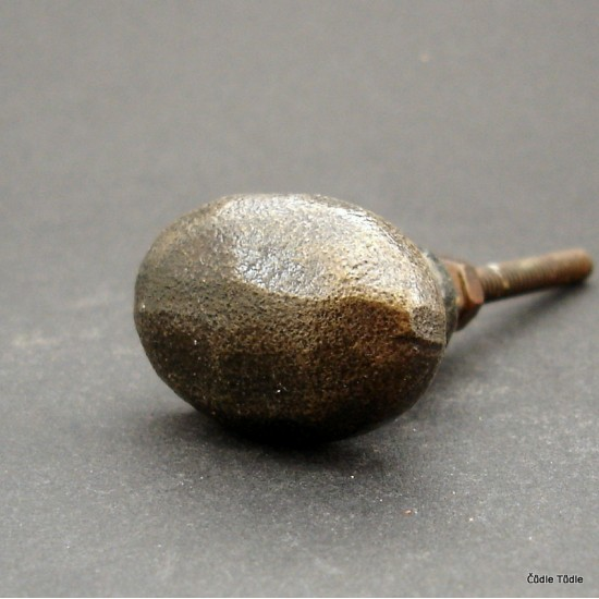 Nábytková úchytka litinová 3,5 cm - knopka