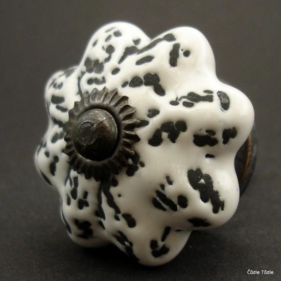 Nábytková úchytka bílá s patinou 4,2 cm - knopka
