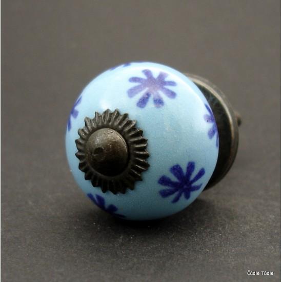 Nábytková úchytka světle modrá s modrými hvězdičkami 3 cm - knopka